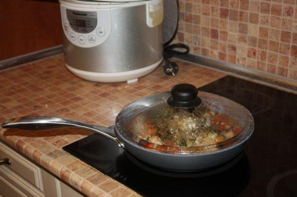 ИРиш, готовила в ней чахохбили, ничего так получилось, вкусненько